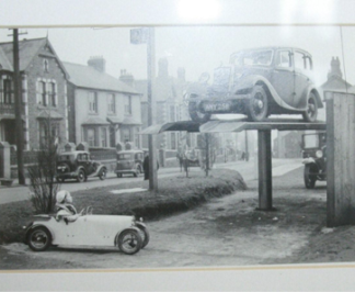 """""""my car and your car, I am small and you are up there"""" (illustration 2 – text by the author)"""
